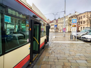 Autobusové a vlakové spoje se opět omezí. Se změnami počítejme i v jihlavské MHD