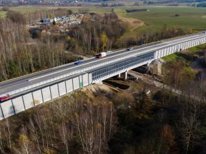 Na D1 mezi Humpolec a Větrný Jeníkov se vrací stavaři. Řidiči musí snížit rychlost