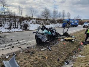 Tragická nehoda na jihlavském obchvatu. Střet osobního a nákladního vozidla si vyžádal jeden lidský život