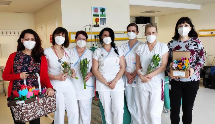 Tulipánový měsíc vjihlavské nemocnici už popáté. Pacienty onkologie potěšila květinová přání