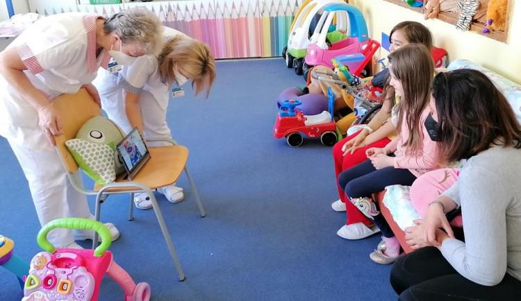 Malé pacienty potěší zdravotní klaun. Teď jednou týdně on-line formou