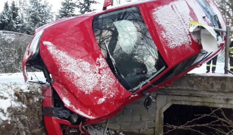 U Heraltic došlo ráno k nehodě. Na vyproštění byl povolán jeřáb