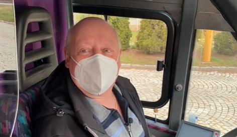 Po téměř padesáti letech služby odchází do důchodu legendární řidič MHD Jan