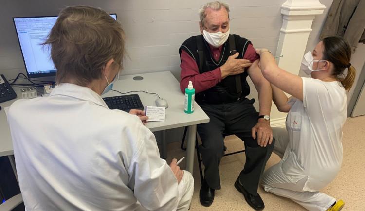 Od 14. dubna se může začít registrovat k očkování skupina zájemců 65+
