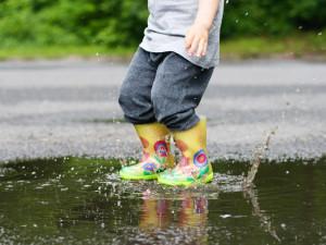 Dětská obuv měla být základní potřebou, dnes čekáme velký zájem zákazníků, míní prodejkyně v kraji