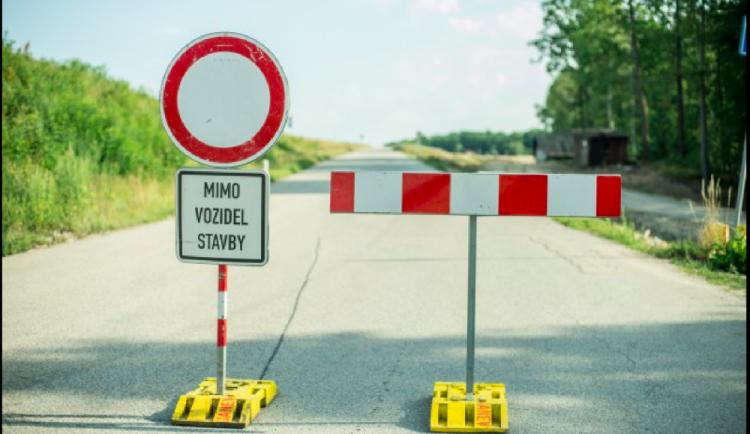 Od pondělí se bude opravovat silnice 23 u Mrákotína. Řidiče čeká omezení