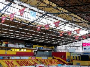 Zimní stadion se letos bourat nebude, sloužit bude až do konce příští sezóny