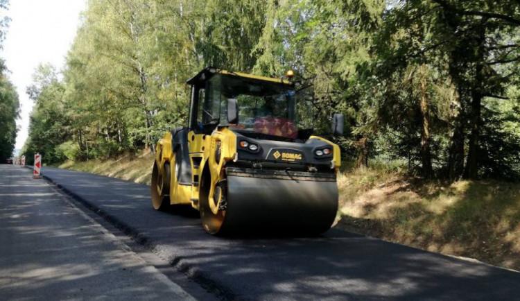 Opravy silnic u Nového Města i Mrákotína budou do pátku hotové. Zbývá dokončit značení