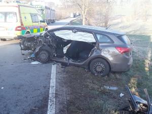 U Batelova se stala nehoda, řidič se zranil. Na místo letěl také záchranářský vrtulník