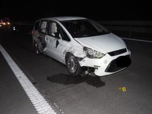 Silně opilý řidič na D1 zavinil nehodu. Srazil se s náklaďákem ve vedlejším pruhu a narazil do svodidel