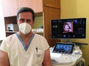 Svůj první samostatný porod si vybavuji velmi dobře, říká pelhřimovský primář Radan Doubek