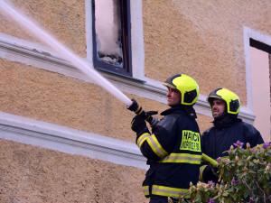 Profesionální i dobrovolní hasiči dnes slaví svůj den. Znáte jejich desatero?