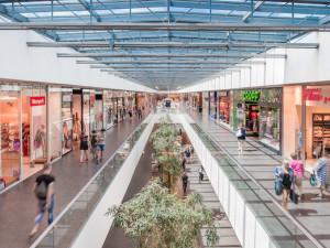 V Cityparku Jihlava se vpondělí otevře více než stovka obchodů, zákazníky čeká i řada novinek
