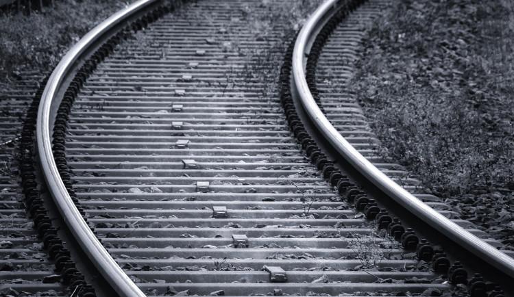 Muž vstoupil do kolejiště a srazil ho vlak. Na místě podlehl svým zraněním