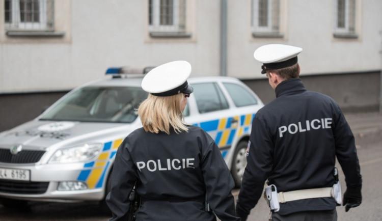 V Dolní Cerekvi došlo k nehodě auta s nezletilou chodkyní. Zraněná byla převezena do nemocnice