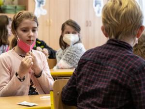 Většina základek v kraji zůstane u antigenních testů, na PCR přechází jen škola Otokara Březiny v Jihlavě