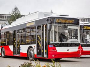 Jihlavská MHD přidá spoje B a C kvůli školákům. Dopravní podnik nakoupí i nový trolejbus