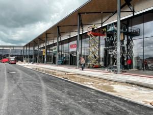 POLITICKÁ KORIDA: Za týden se otevírá obchodní centrum Aventin. Je dle zastupitelů pro město potřebné?