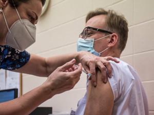 Velká očkovací centra s výjimkou jihlavského skončí asi v srpnu. Zatím bylo podáno skoro 250 tisíc vakcín