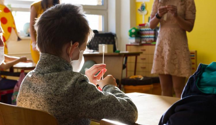 Kvůli pedagogovi nakaženému covidem se uzavřela celá základní škola v Jihlavě. Pro klasifikaci máme dostatek podkladů, říká ředitelka