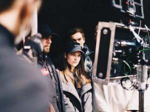 Mladí filmaři z FAMU natáčí originální snímek s Judit Bárdos. Kvůli koronaviru shání finance na dotočení