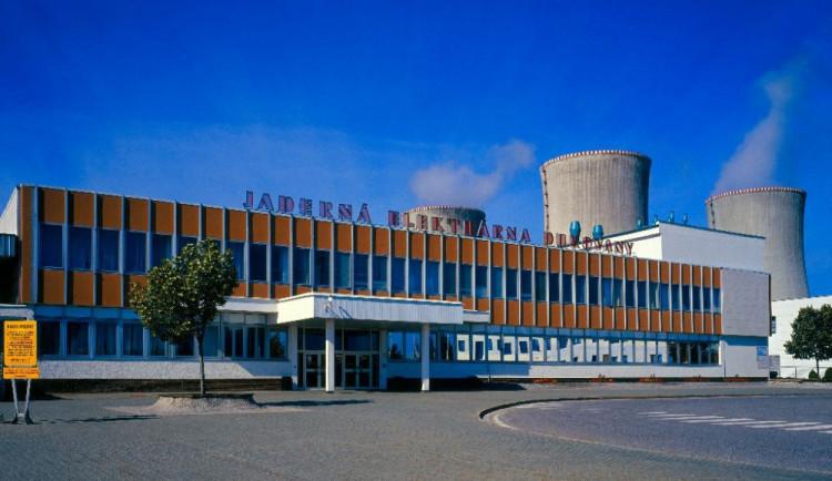 V dukovanské elektrárně se smrtelně zranil pracovník. Propadl střechou skladu