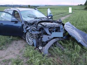 Nové poznatky o úterní tragické nehodě na I/38. Mladý řidič BMW zezadu narazil do auta, které vyjíždělo na hlavní silnici