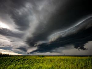 Dorazí silné bouřky, mohou zvedat hladiny řek. Výstraha platí i pro Vysočinu