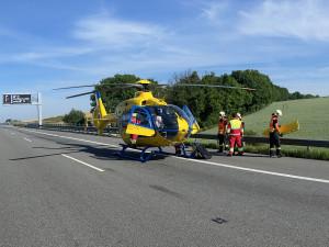 Záchranáři se o horkém víkendu nezastavili. Mimo kolapsy řešili úraz po skoku do vody nebo pád do ohně