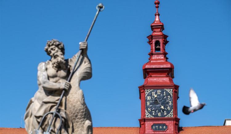 Jihlavská radnice má opět hodiny. Ciferník kopíruje podobu z 18. století