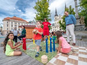 Lehátka, badminton, deskovky, dobré jídlo. Jihlavské náměstí o prázdninách opět ožije