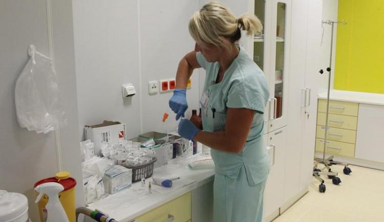 Ambulance v jihlavské nemocnici najely na letní režim. Některé úplně přeruší provoz