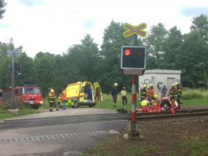 Na Havlíčkobrodsku srazil osobní vlak motorkáře, ten je s velmi vážným zraněním hospitalizován