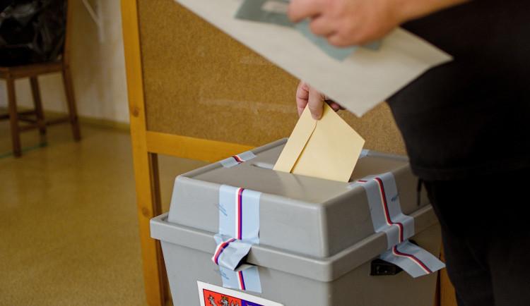 Politické strany vidí před podzimními volbami problémy Vysočiny i v pandemii