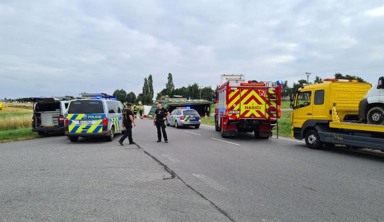 Tragická nehoda u Uhřínovic. Střet s traktorem nepřežil řidič osobního auta