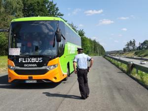 Policie na Vysočině kontrolovala zájezdové autobusy. Předpisy porušilo osm řidičů