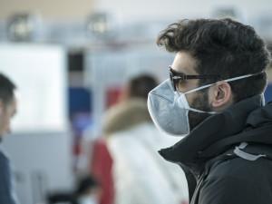 Lidé, kteří podle lékaře nemají nosit respirátor, ho nosit nemusí. Musí mít ale potvrzení