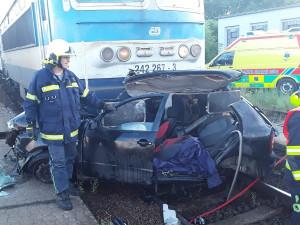 Ranní nehoda v Jihlávce: Po střetu s vlakem utrpěl řidič osobního vozidla vážná zranění