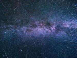 V noci ze čtvrtka na pátek zvedněte hlavu k obloze. Uvidíte, jak padají hvězdy