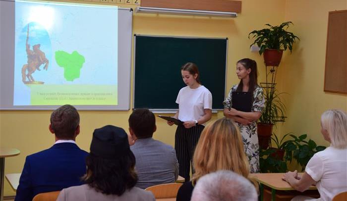 Na Zakarpatí roste zájem o výuku češtiny. Vysočina posílá dětem další učebnice
