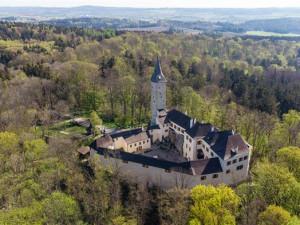 Na hrady Roštejn nebo Kámen do konce září za poloviční vstupné, studenti a děti zdarma