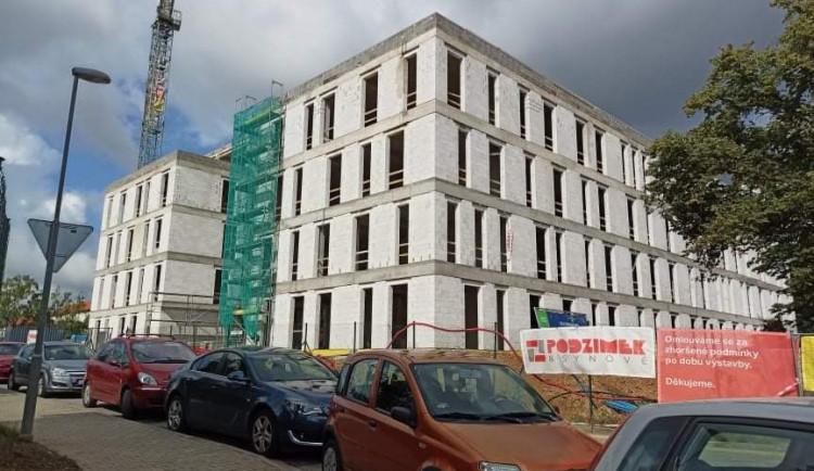 Úředníci krajského úřadu Vysočiny dostanou už příští rok nové prostory. U objektu se ještě bude řešit parkování