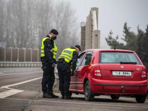 Opilí řidiči, pozitivní testy na drogy, telefonování za jízdy. Vysočina má za sebou velké policejní kontroly