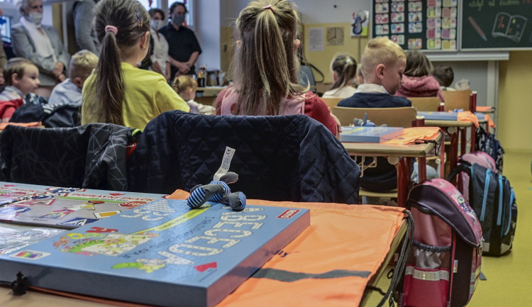 Před 25 lety byla obnovena povinná devítiletá školní docházka