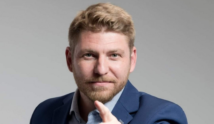 VOLBY 2021: Musí se vyplatit pracovat, a ne čerpat dávky, říká lídr formace Trikolora Svobodní Soukromníci Jan Tesař