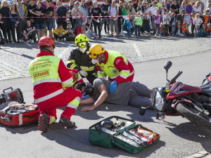 Den záchranářů ve Velkém Meziříčí: Lidé viděli nehodu motorkáře, který vyrazil v džínách a tričku