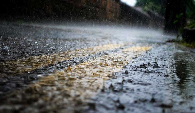 Meteorologové varují před silnými bouřkami, co se ženou na Vysočinu. Za hodinu může na m2 napršet 50 litrů