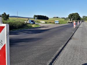 Opravy na I/19 pokračují, jeden úsek řidiči otestují na konci října. Podívejte se na aktuální fotky