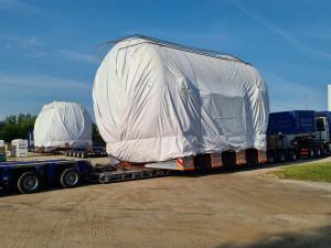Z Třebíčska dnes vyjel extrémní náklad. 65 tun vážící palivové nádrže omezí dopravu u nás i na Slovensku