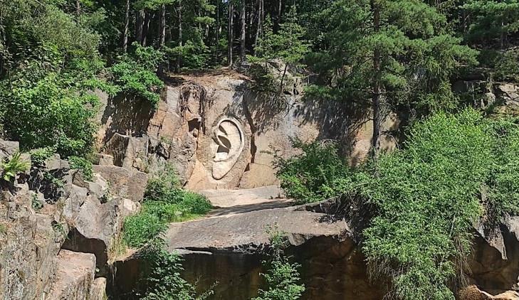 Tip na výlet: Do Lipnice za známými reliéfy. Víte, jak vznikala Ústa pravdy, Bretschneiderovo ucho a Zlaté oči?